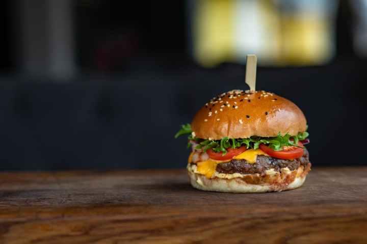 close up photo of burger
